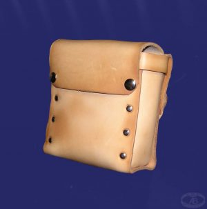 3/4 Bolt bag with flap (15cm x 15cm x 4.5cm)